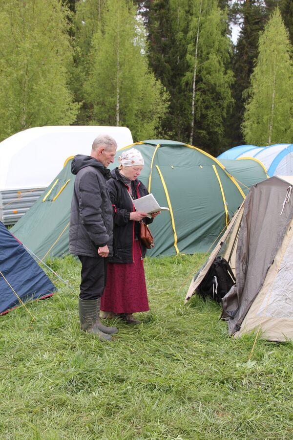 Wierzący przemierzają 150 km, nie bacząc na deszcze i nieprzejezdne drogi. - Sputnik Polska