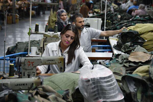 Państwowa fabryka tkacka w miejscowości Al-Malihah na przedmieściach Damaszku. - Sputnik Polska