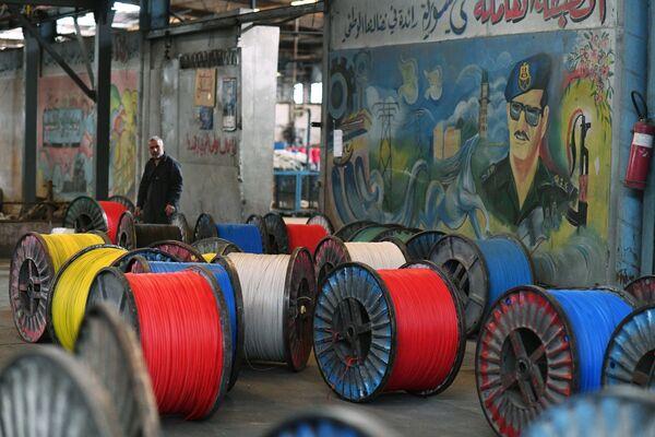 Szpule kabli elektrycznych wyprodukowane w fabryce na południowych przedmieściach Damaszku. - Sputnik Polska