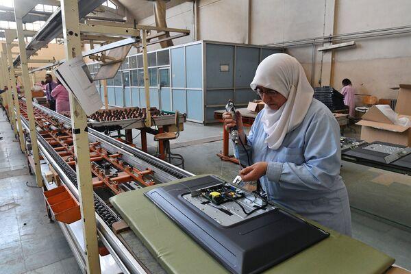 W Damaszku działa zakład produkujący telewizory Syronics. - Sputnik Polska