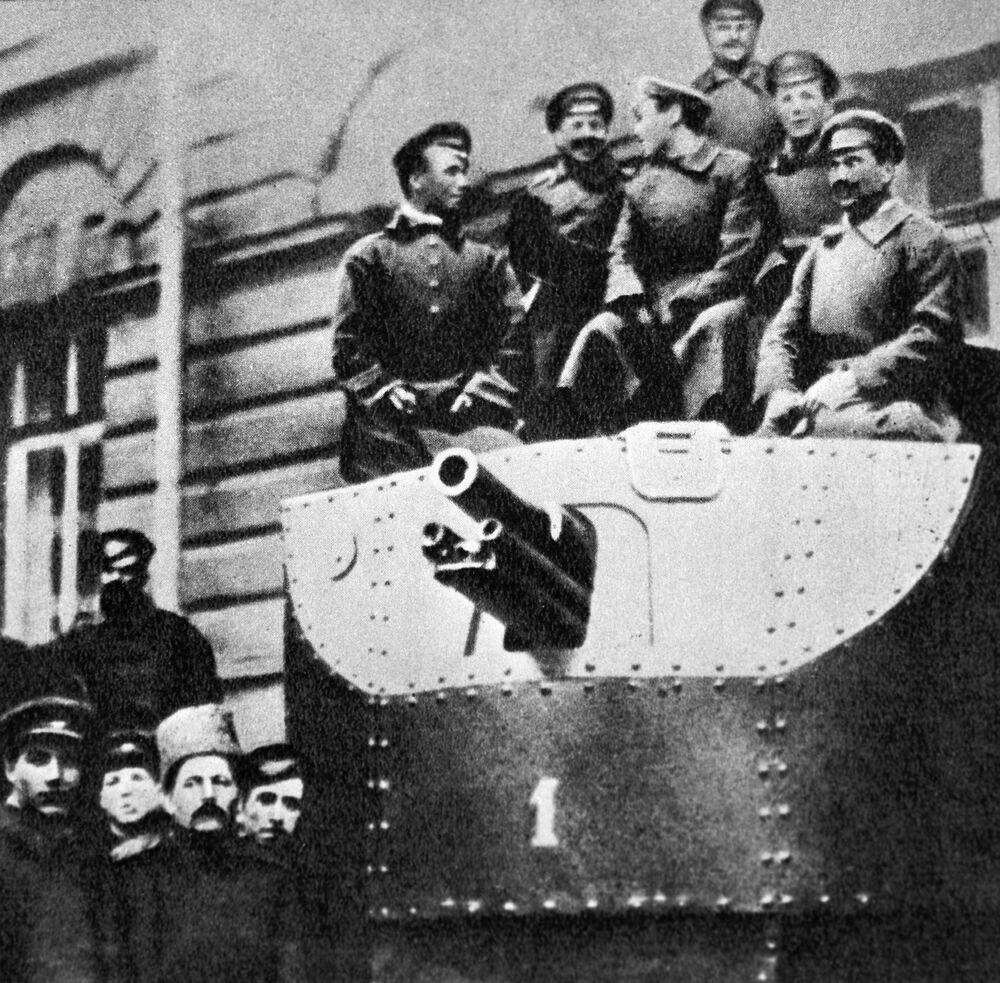 """Pancernik """"Ilja Muromiec"""" to unikalna konstrukcja, pod względem swoich właściwości odpowiadająca pierwszym czołgom, ale bardziej tradycyjna. Został zbudowany na bazie ciężkiego amerykańskiego traktoru Allis-Chalmers w 1916 roku i przeznaczony na front, jednak na wojnę nie zdążył."""