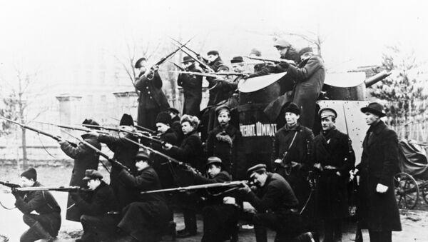 """Pancernik """"Lejtnant Szmidt"""", jeden z 63 dostarczonych do Rosji samochodów opancerzonych Sheffield-Simplex, z dwoma wieżami strzelniczymi, ustawionymi skośnie. W warunkach frontowych samochody okazały się jednak mało przydatne. - Sputnik Polska"""