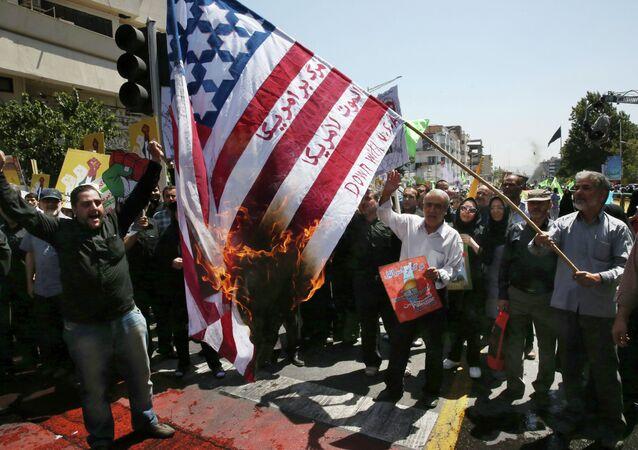 Demonstracja przeciwko USA w Teheranie, Iran 2015