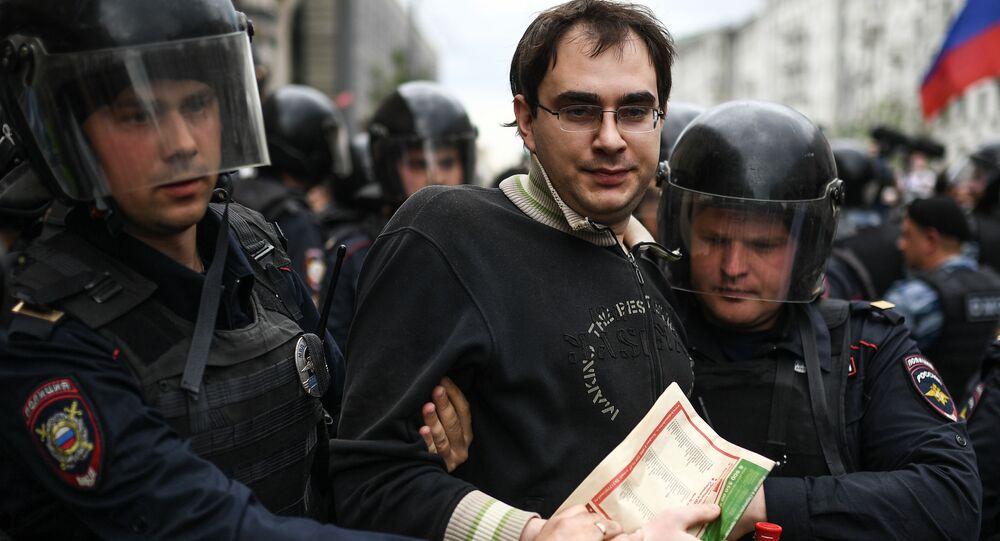Zatrzymania na ulicy Twerskiej w Moskwie podczas nielegalnego wiecu