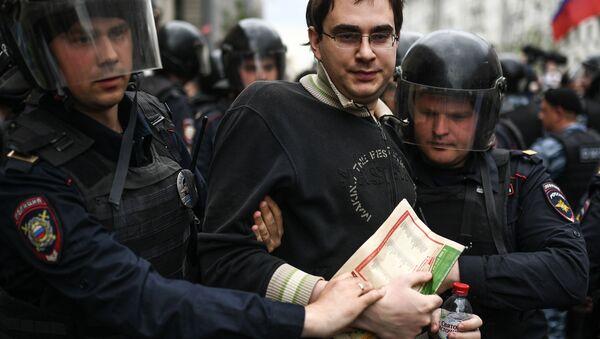 Zatrzymania na ulicy Twerskiej w Moskwie podczas nielegalnego wiecu - Sputnik Polska