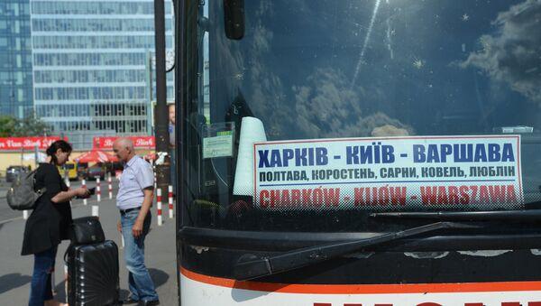 Autobus relacji Charków-Kijów-Warszawa na dworcu Warszawa Zachodnia. Od 11 czerwca Ukraińcy mogą wjeżdżać do UE bez wizy - Sputnik Polska