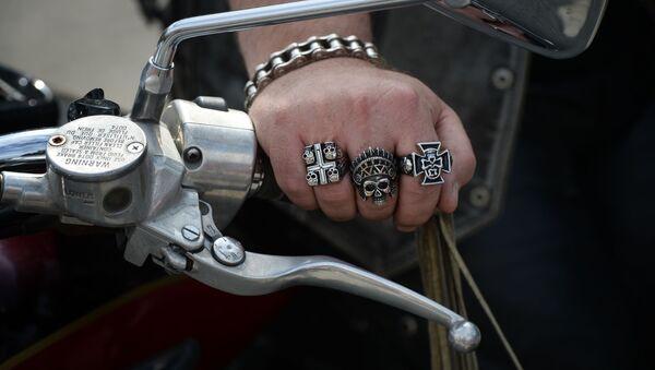 Francuski motocyklista spadł z motoru, ale jego pojazd – już bez kierowcy – przejechał jeszcze kilka kilometrów - Sputnik Polska
