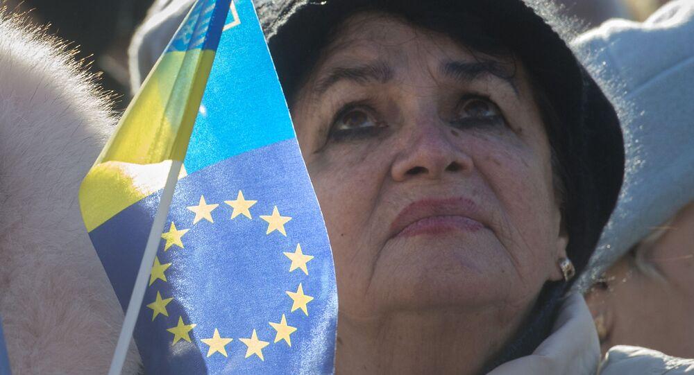 Uczestniczka akcji zwolenników eurointegracji Ukrainy w Kijowie