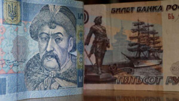 Banknoty ukraińskie i rosyjskie - Sputnik Polska