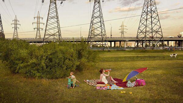 Zdjęcie Picnic (Piknik) niemieckiego fotografa Franka Herforta z cyklu Russian Fairy Tales (Rosyjskie bajki). - Sputnik Polska