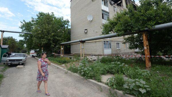 Zniszczenia w bloku mieszkalnym. Marinka pod Donieckiem - Sputnik Polska