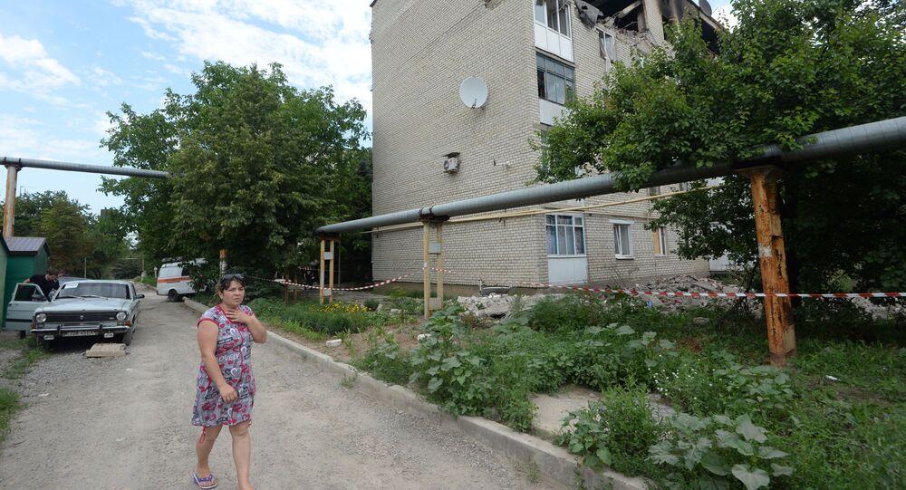Zniszczenia w bloku mieszkalnym. Marinka pod Donieckiem