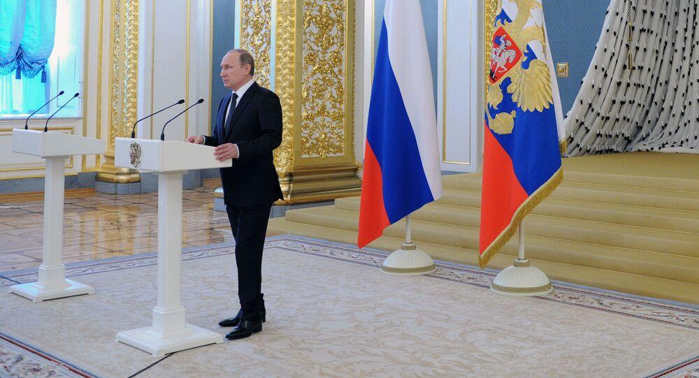 Prezydent Rosji Władimir Putin przemawia na Kremlu na uroczystym przyjęciu do grona absolwentów wyższych szkół wojskowych