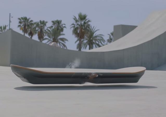 Lexus stworzył prawdziwy hoverboard