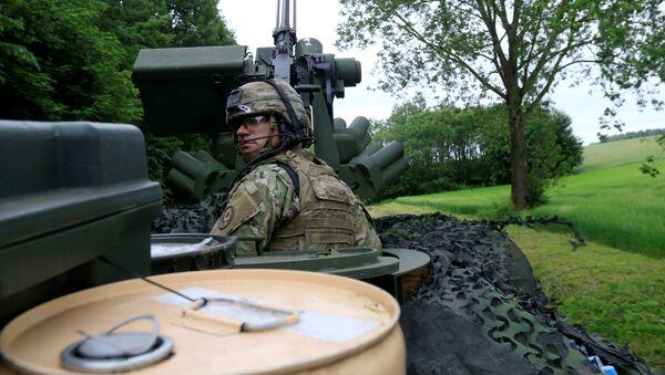 Amerykański żołnierz kieruje się w stronę Suwałk - Sputnik Polska