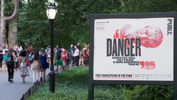 Afisz spektaklu Juliusz Cezar w ramach nowojorskiego festiwalu Szekspir w parku - Sputnik Polska
