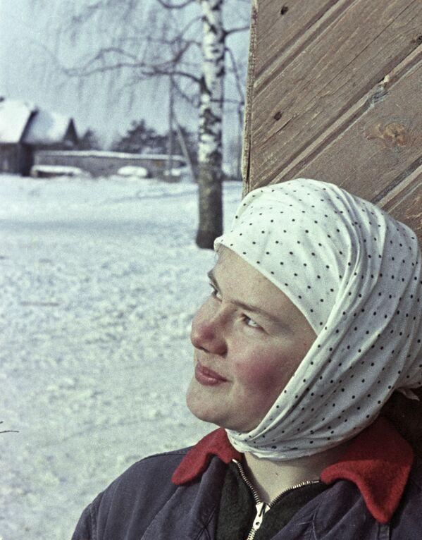 Młoda dojarka w kołchozie w okolicy Kostromy - Sputnik Polska