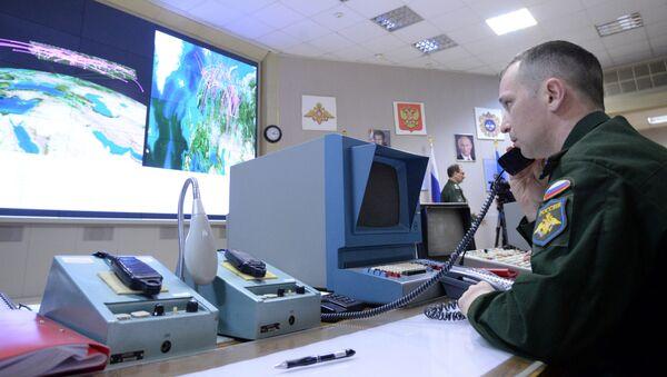 Oficer w punkcie dowodzenia wielofunkcyjnej stacji radiolokacyjnej - Sputnik Polska