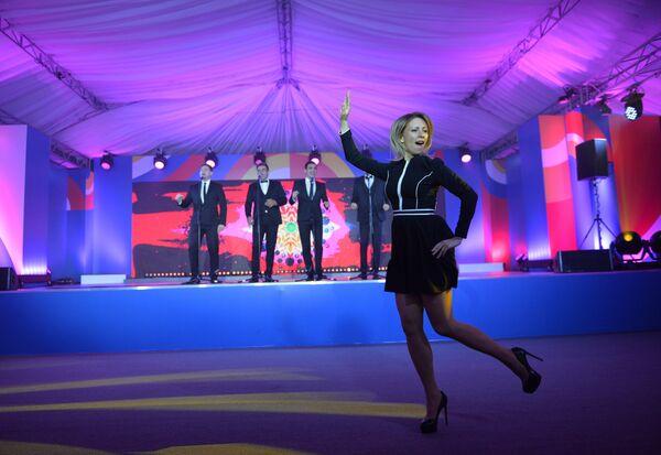 Rzeczniczka MSZ Federacji Rosyjskiej Maria Zacharowa podczas wykonywania tańca Kalinka w Soczi. - Sputnik Polska