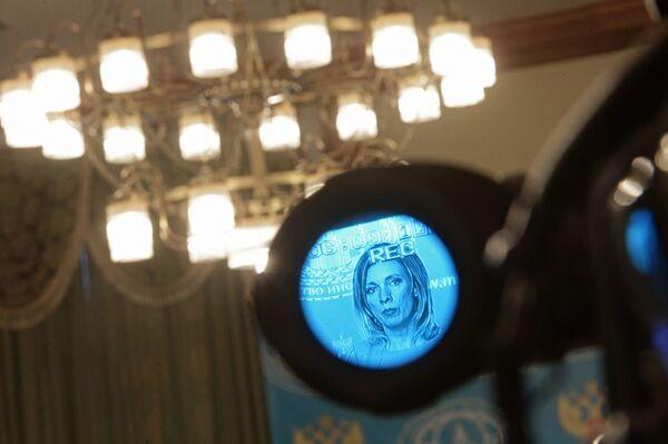 Odbicie rzeczniczki MSZ Federacji Rosyjskiej Marii Zacharowej w celowniku kamerytelewizyjnej w trakcie briefingu w sprawie bieżących kwestii polityki zagranicznej. - Sputnik Polska