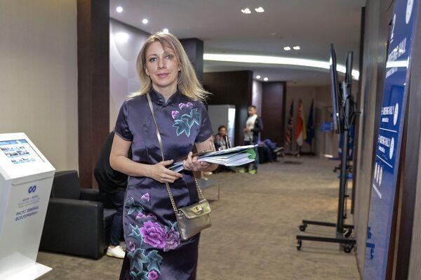 Szefowa Departamentu Informacji i Prasy MSZ FR Maria Zacharowa po zakończeniu briefingu w Soczi. - Sputnik Polska