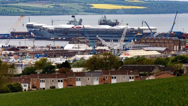 """Największy okręt Królewskiej Marynarki Wojennej Wielkiej Brytanii lotniskowiec """"Queen Elizabeth"""" - Sputnik Polska"""