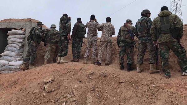 Бойцы сирийской армии на позиции. Архивное фото - Sputnik Polska