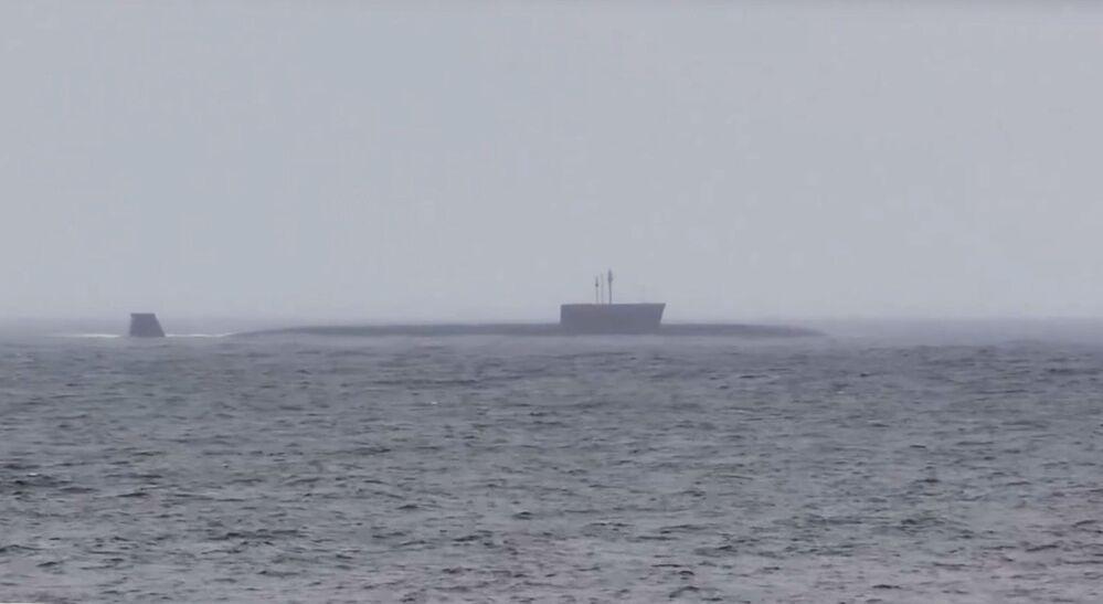 """Główny okręt projektu 955 """"Boriej"""" przeprowadza udany test międzykontynentalnej rakiety balistycznej """"Buława"""" z akwenu Morza Barentsa na poligonie Kura na Kamczatce"""