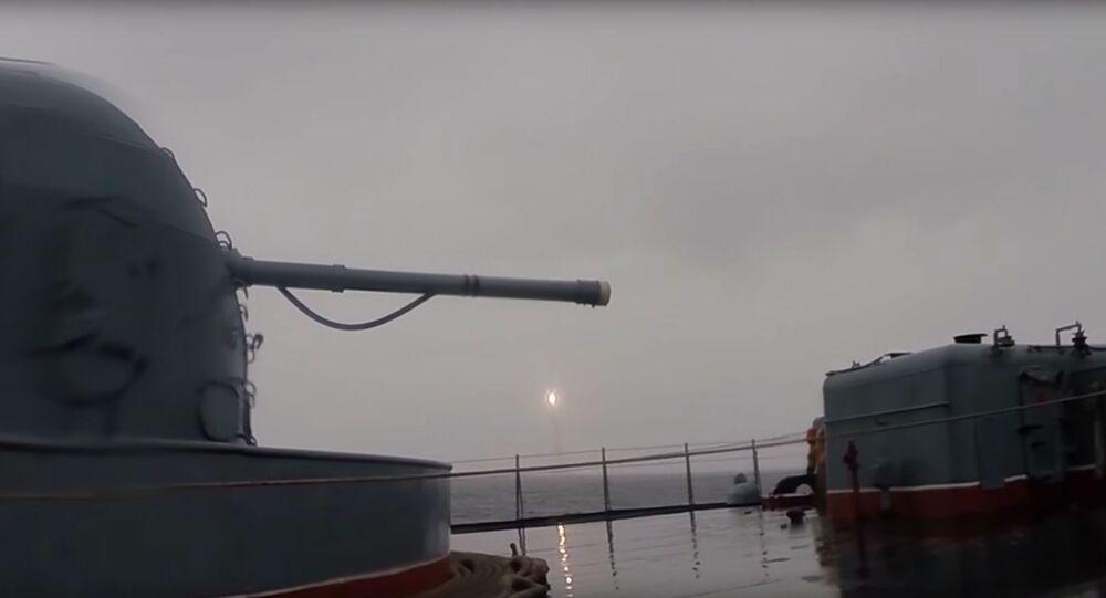 """Test rakiety balistycznej """"Buława (widok z daleka)"""