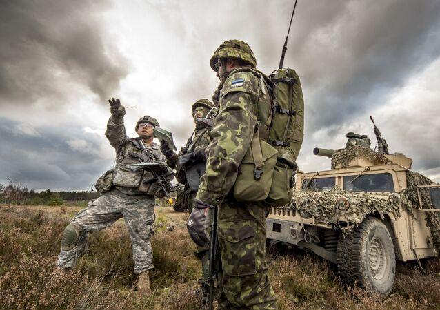 Wspólne ćwiczenia amerykańskich i estońskich żołnierzy w Polsce. Zdjęcie archiwalne
