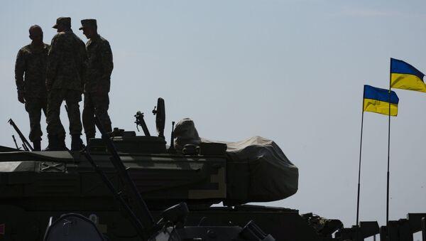 Sprzęt wojskowy na lotnisku wojskowym w Czuhujiwie w obwodzie charkowskim - Sputnik Polska