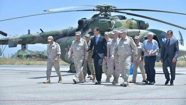 Prezydent Syrii Baszar Asad w czasie wizyty w bazie lotniczej sił powietrznych Rosji w Hmejmim - Sputnik Polska