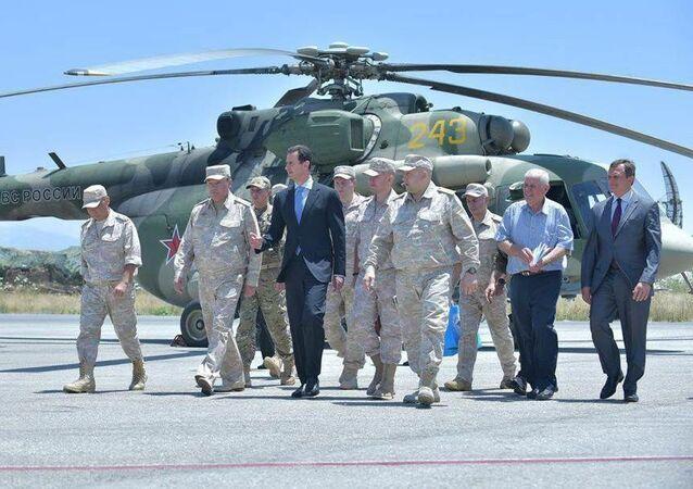 Prezydent Syrii Baszar Asad w czasie wizyty w bazie lotniczej sił powietrznych Rosji w Hmejmim