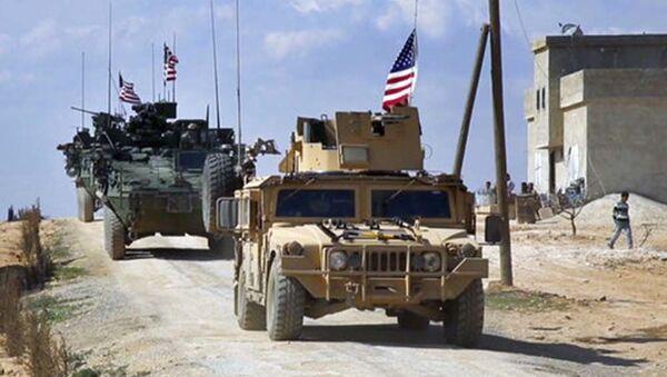 Amerykański patrol w syryjskim mieście Manbij w prowincji Aleppo - Sputnik Polska