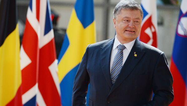 Prezydent Ukrainy Petro Poroszenko podczas spotkania z prezydentem Rady Europejskiej Donaldem Tuskiem w Brukseli - Sputnik Polska