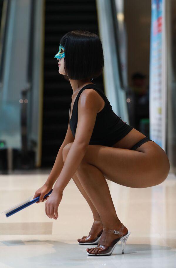 Uczestniczka konkursu Women's Beautiful Buttock series w Chinach - Sputnik Polska