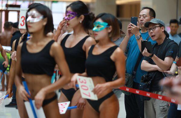 Uczestniczki konkursu Women's Beautiful Buttock series w Chinach - Sputnik Polska