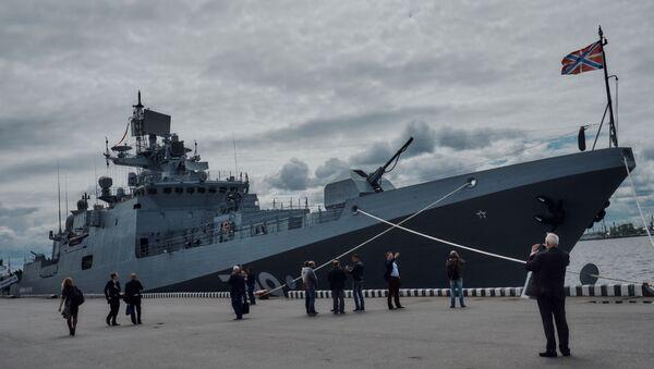 """Fregata """"Admirał Makarow"""" projektu 11356 na Międzynarodowym Salonie Morskiej Techniki Wojskowej w Sankt Petersburgu - Sputnik Polska"""
