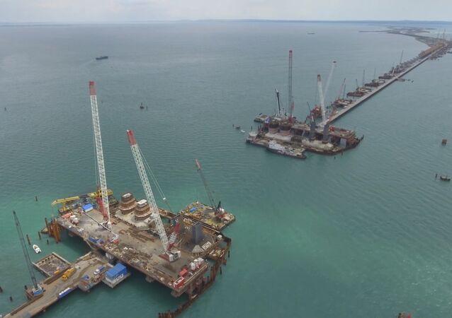 Podstawowe konstrukcje drogowej części  Mostu Krymskiego są gotowe w 70%