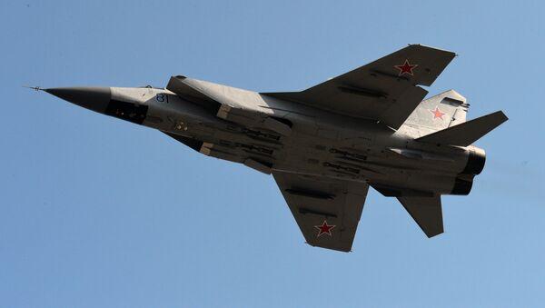 Naddźwiękowy myśliwiec dalekiego zasięgu MIG-31 - Sputnik Polska