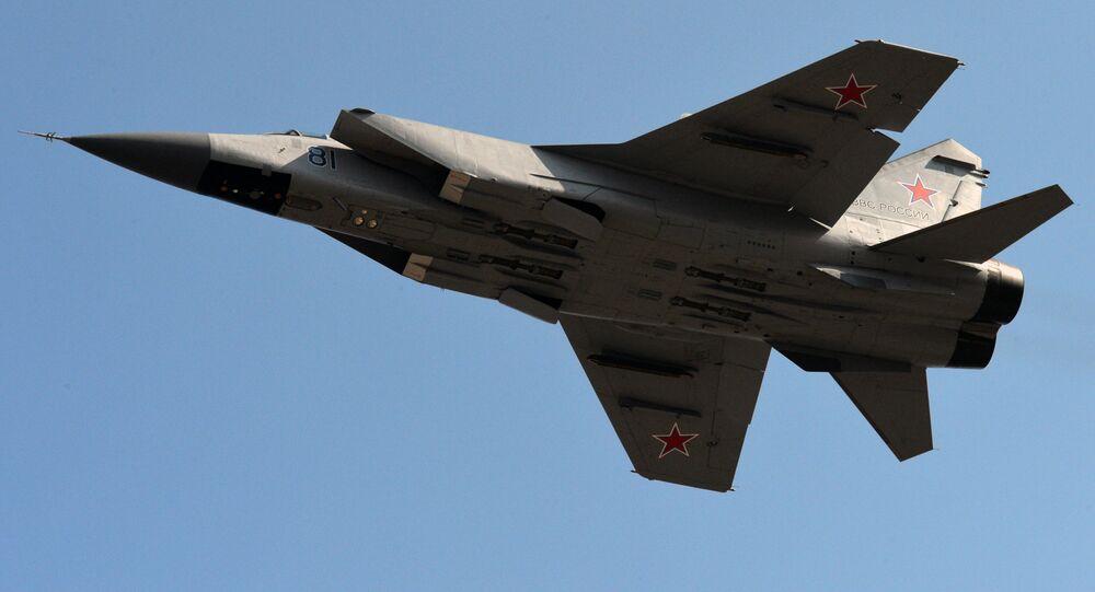 Naddźwiękowy myśliwiec dalekiego zasięgu MIG-31