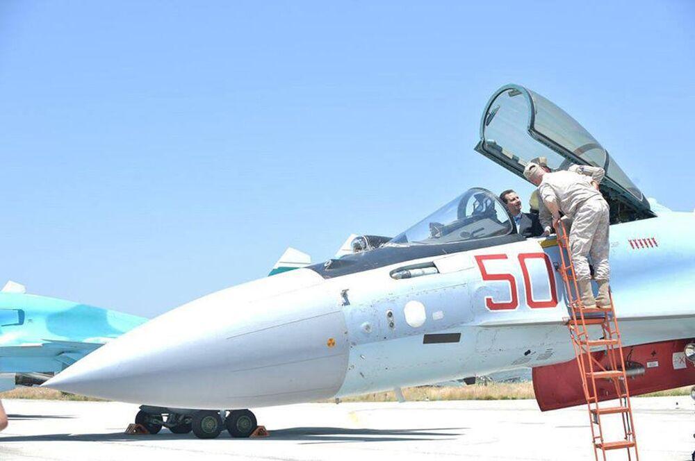 Prezydent Syrii Baszar al-Asad podczas wizyty w bazie lotniczej SPK FR, Latakia