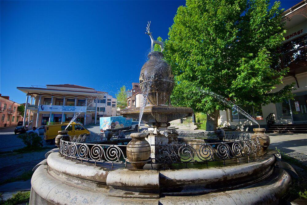 Fontanna na placu Herakliusza II w Sighnaghi