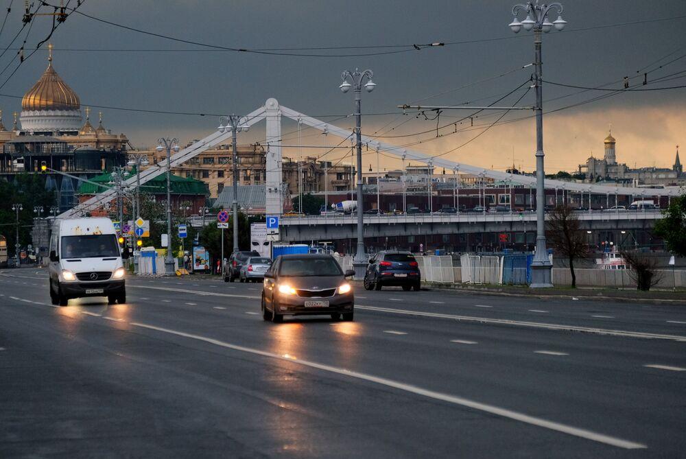 Niedaleko Mostu Krymskiego po ulewie w Moskwie.