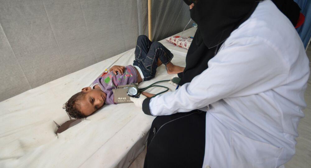 Dziecko chore na cholerę w szpitalu w Hodeidah, Jemen, 14.05.2017 r.