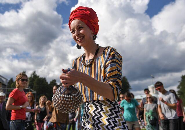 Uczestnicy XIV Międzynarodowego Festiwalu Usad'ba Jazz w muzeum folwarku Archangielskoje.