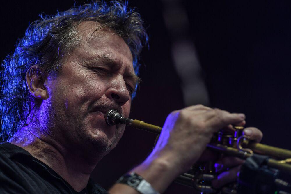 Norweski trębacz jazzowy i kompozytor Nils Petter Molvaer podczas XIV Międzynarodowego Festiwalu Usad'ba Jazz w muzeum folwarku Archangielskoje.