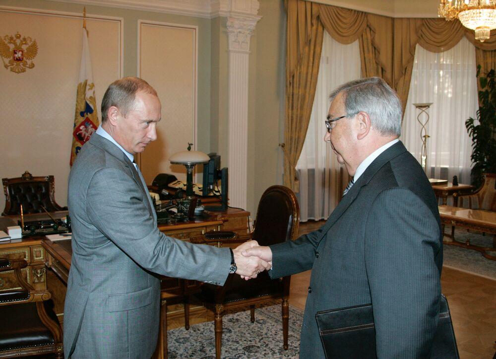 Prezydent Rosji Władimir Putin i prezes  Izby Przemysłowo-Handlowej FR Jewgienij Primakow