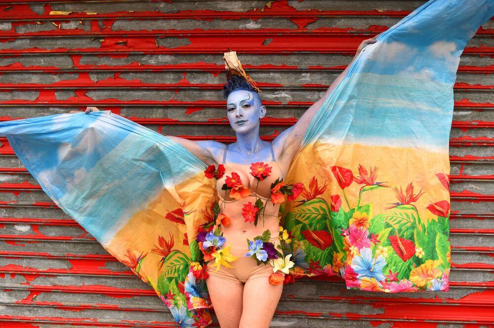 Uczestniczka corocznej Parady Syrenek w Nowym Jorku