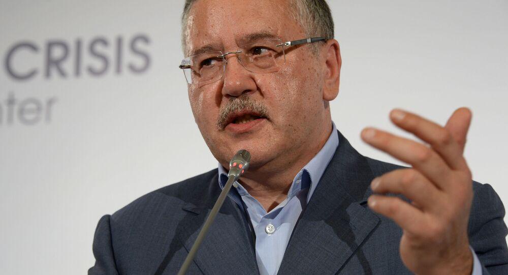 Lider partii politycznej Pozycja Obywatelska Anatolij Hrycenko podczas briefingu prasowego